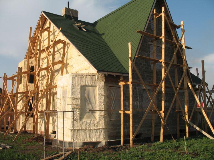 утепление пенополиуретаном загородного дома